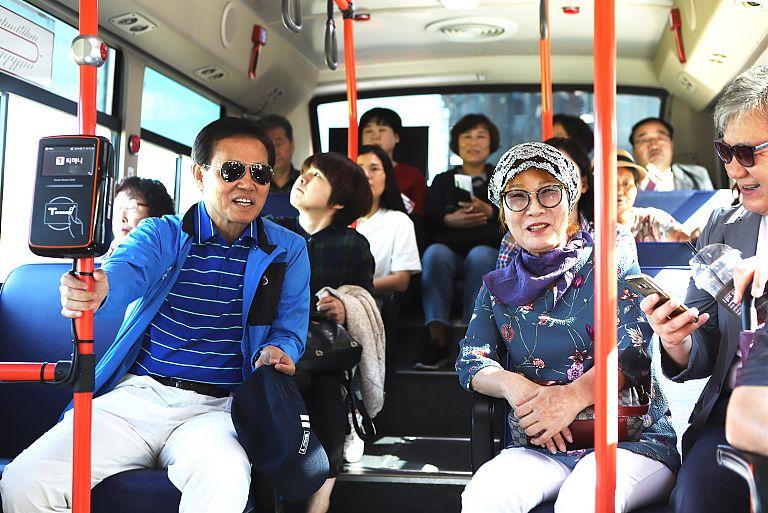 버스타고세종여행_6_300번_버스_승차.jpg